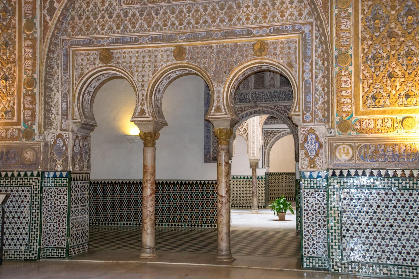 interieur van het Koninklijk Paleis van Sevilla