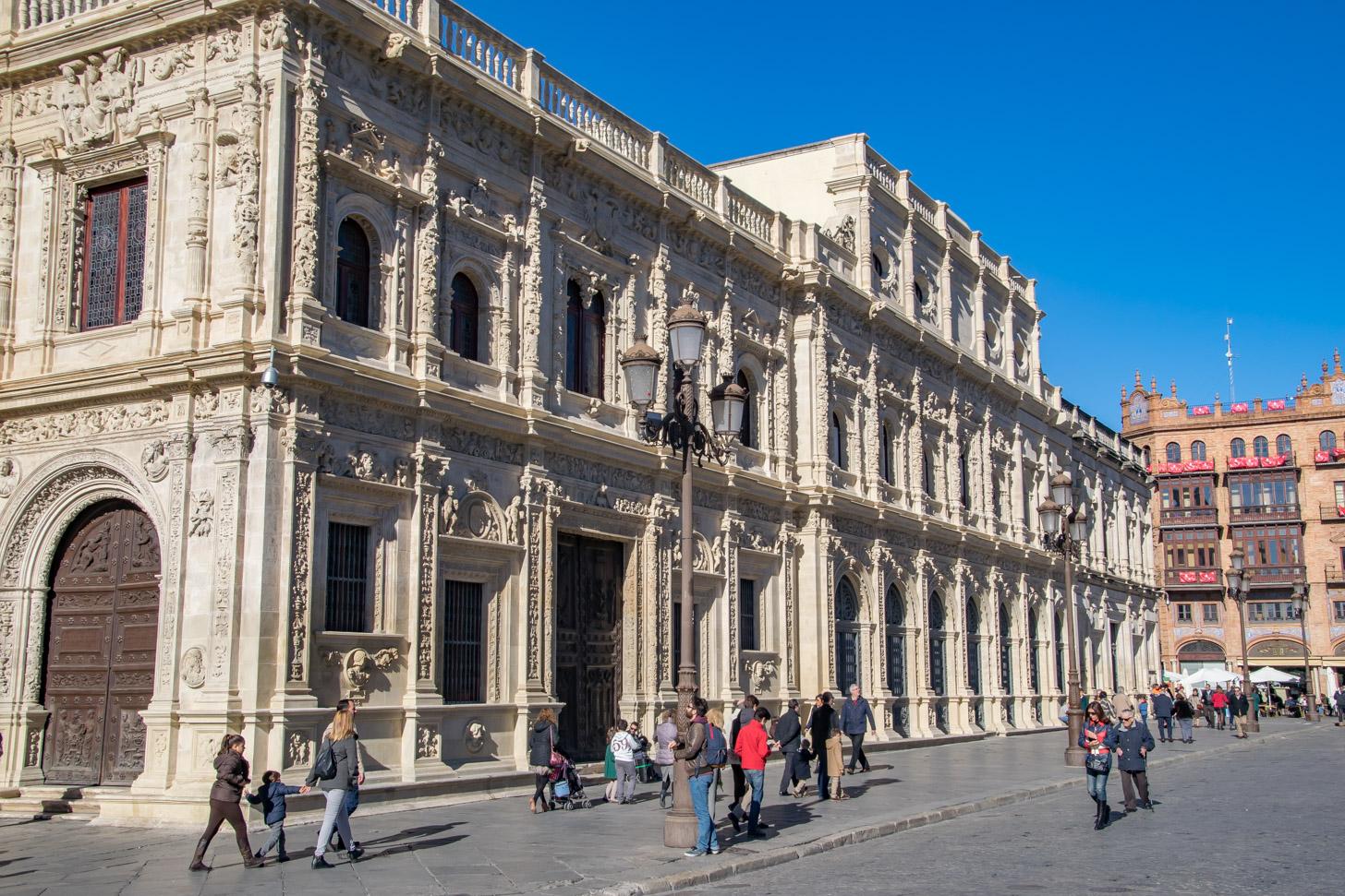 achterkant van het Ayuntamiento de Sevilla