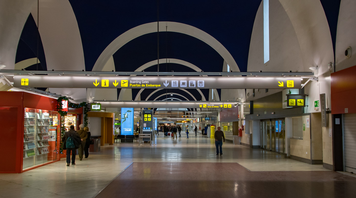 De internationale luchthaven van Sevilla